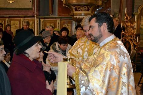 Sute de credincioşi ortodocşi şi catolici au participat la sfințirea apelor de Bobotează în bisericile din centrul Oradiei (FOTO / VIDEO)
