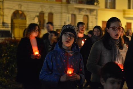'Bucuraţi-vă!' Mii de credincioşi orădeni au participat la Slujba de Înviere în Oradea (FOTO)