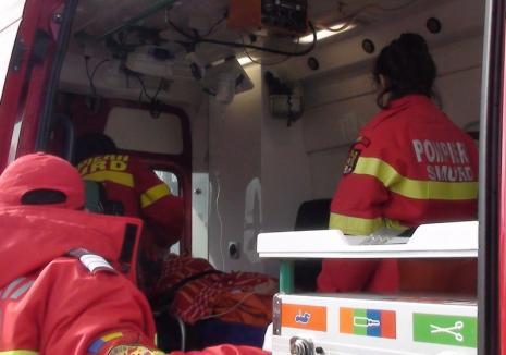 Copil lovit de remorca unui microbuz la Săcueni. Băiatul, nesupravegheat, se urcase pe sistemul de cuplare