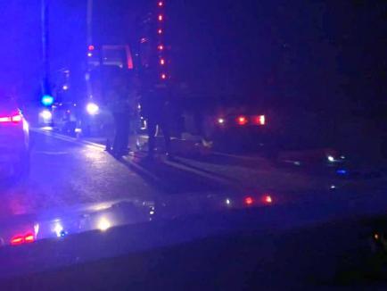 Incident groaznic pe drumul Oradea - Cluj: Un şofer a murit sub TIR-ul pe care încerca să-l repare
