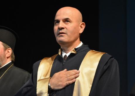 Reclamat pentru propagandă religioasă: Preşedintele Senatului Universităţii, Sorin Curilă, pârât de studenţi la rector şi la Comisia de Etică