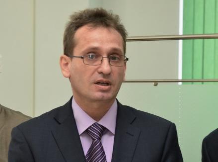 Liberal încondeiat: Profesorul universitar Sorin Şipoş de la Istorie s-a înscris în PNL