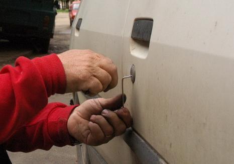 Spărgător de maşini, trimis după gratii: hoţul are la activ cel puţin patru furturi şi trei tentative