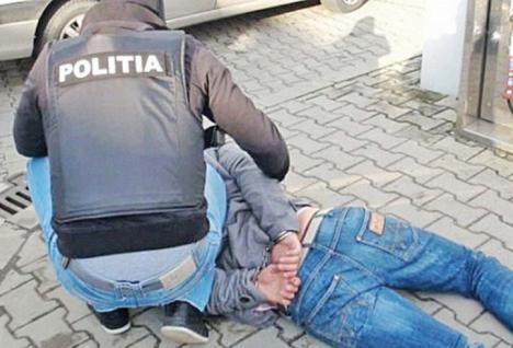 Spărgători în vizor: Poliţiştii au prins trei hoţi care acţionau în zona Beiuş şi încă doi care luau la rând casele din Oradea