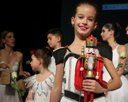 """""""Spărgătorul de nuci"""" caritabil, la Oradea: Casa de Cultură a Sindicatelor a fost """"colorată"""" de balerini drăgălași (FOTO / VIDEO)"""