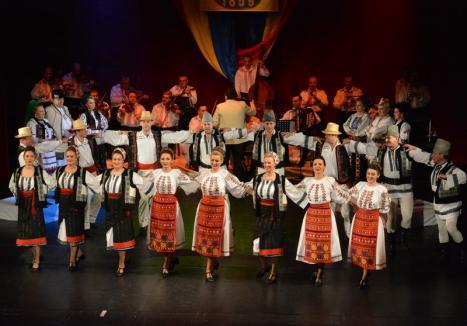 Cântecele neamului: Spectacol folcloric organizat de Uniunea Vatra Românească, dedicat Centenarului Marii Uniri