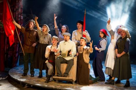Actorii Teatrului Regina Maria, răsplătiţi cu aplauze pe scenele din Bucureşti şi Craiova (FOTO)