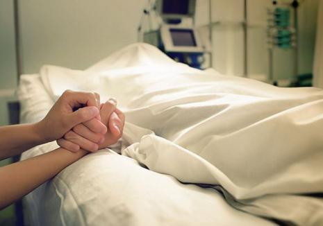Primele decese cauzate de gripă în Bihor: Două persoane, infectate cu virus AH1N1