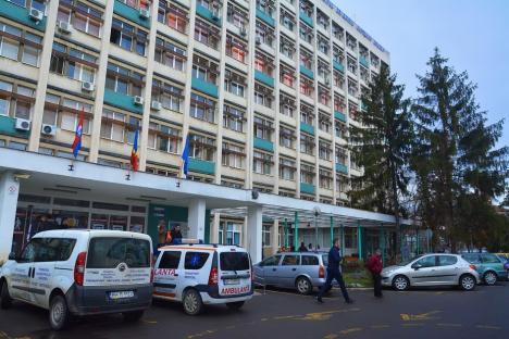 Un bolnav cu Covid din Spitalul Municipal Oradea a murit după ce s-a aruncat pe geam. Era alcoolic cronic