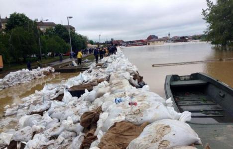 Inundaţii catastrofale în Bosnia şi Serbia, cu zeci de morţi şi peste 15.000 de persoane evacuate