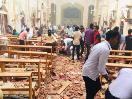 Sărbători însângerate în Sri Lanka: Mai multe explozii în biserici şi hoteluri au omorât cel puţin 160 de oameni şi au rănit peste 400 (FOTO / VIDEO)