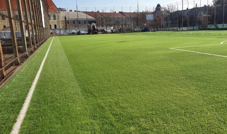 Stadionul Iuliu Bodola din Oradea are o sală de forţă şi un nou teren sintetic (FOTO)