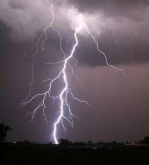 Ameninţare de furtună puternică în Bihor. Bolojan înnoptează la Primărie!