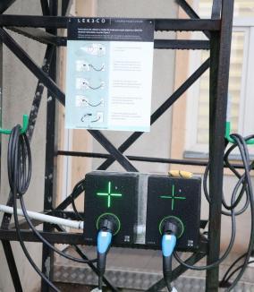 Posesorii de maşini electrice şi le pot încărca în staţia din curtea Companiei de Apă Oradea (FOTO)