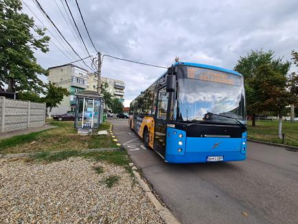 Jos pălăria! Stație de autobuz inedită, în Piața Devei din Oradea (FOTO)