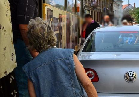 Circulația tramvaielor, oprită din cauza unei mașini parcate pe șine