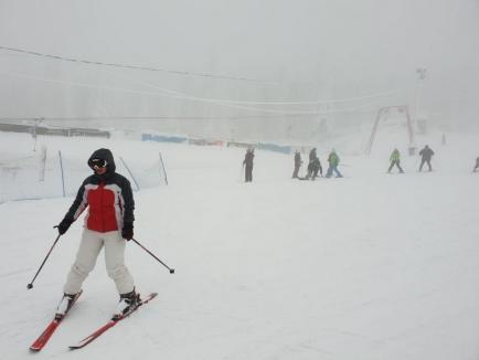 Toţi la zăpadă! Cozi de kilometri și probleme cu locurile de parcare în staţiunile montane din Bihor (FOTO/VIDEO)