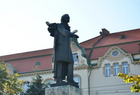 Spectacol la statuia lui Mihai Eminescu: 'Ce-ţi dorim noi ţie, dulce Românie'