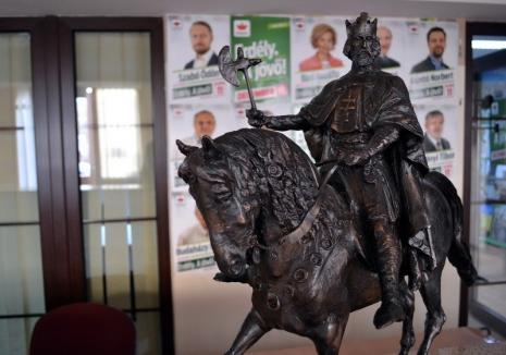 Lanţ uman în jurul Primăriei Oradea: PPMT-iştii îl vor pe Ladislau în Piaţa Unirii şi o altă dată pentru Ziua oraşului