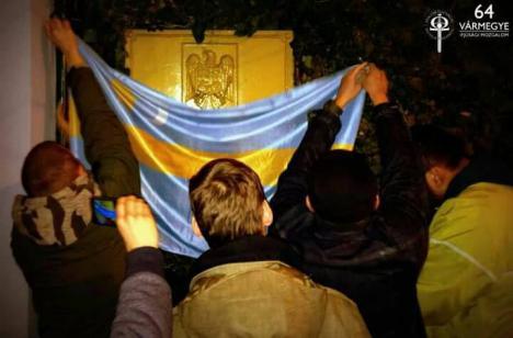 Placa Ambasadei României din Budapesta, acoperită cu steagul Ţinutului Secuiesc! (FOTO)