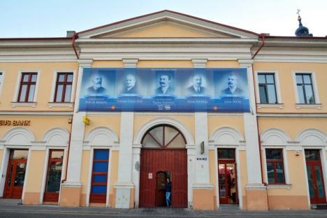 Oradea s-a gătit de sărbătoare. Vezi cum a fost împodobit oraşul pentru a marca 100 de ani de la Declaraţia de independenţă! (FOTO)