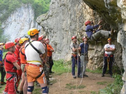 13 medici şi asistenţi s-au ales cu brevet de salvatori în medicina montană, la STEAMM 2010 (FOTO)