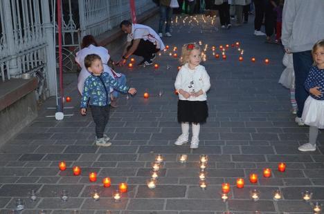 """""""Un milion de stele"""": Bisericile catolice din Oradea, unite de Ziua Internaţională pentru Eradicarea Sărăciei (FOTO)"""
