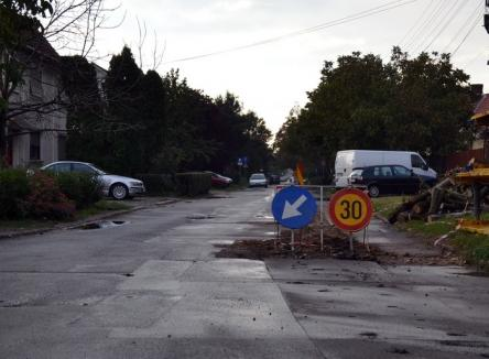 O stradă şi un sens giratoriu din Oradea, închise circulaţiei din cauza lucrărilor la reţeaua de apă