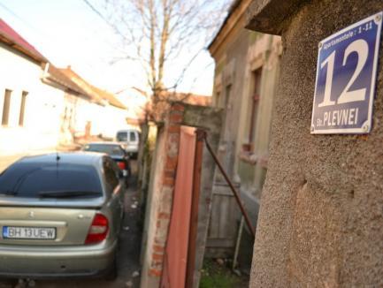 'Primăria face un abuz!' Proprietarii caselor de pe strada Plevnei din Oradea se opun demolării unui şir de case