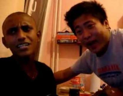 """""""Eu beu"""", cântec universal: un negru şi un chinez cântă melodia lui Stratan (VIDEO)"""