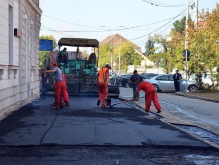 27 de străzi care au reţelele de apă şi canalizare reabilitate vor fi asfaltate. Vezi lista!