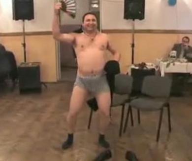 Lider al minerilor sindicalişti, stripper la chefuri (VIDEO)
