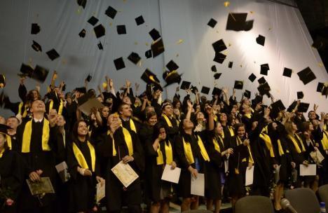 AJOFM Bihor: Absolvenţii de liceu sau facultate care îşi găsesc un loc de muncă primesc 1.500 de lei