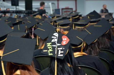 Mergeţi să vă luaţi banii! Peste 200 de studenţi ai Universităţii nu şi-au ridicat bursele