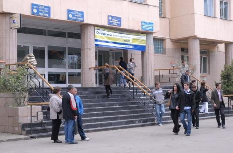 Bani de la Ministerul Educaţiei pentru studenţii orădeni