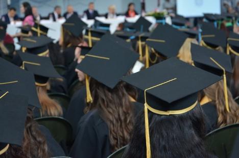Universitatea din Oradea desfiinţează 14 programe de masterat