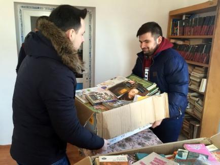 O carte, un început pentru viitor: Studenţii liberali au strâns cărţi pentru biblioteca din Cărpinet
