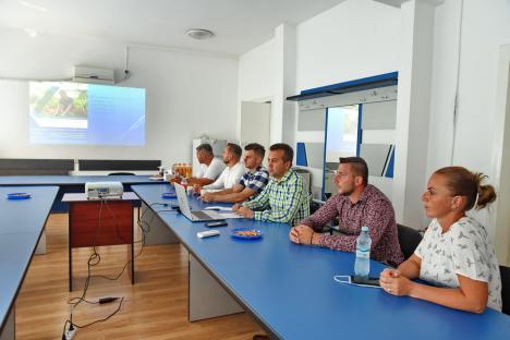 Întoarcerea acasă. Patru tineri repatriaţi în Bihor vor primi zeci de mii de euro pentru a-și dezvolta propriile ferme (FOTO)
