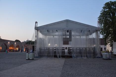 Episodul 'suprapunerea': Teatrul Regina Maria şi-a anulat spectacolul din Cetate pentru că administraţia fortăreţei a aprobat pentru aceeaşi seară un concert în Festum Varadinum (FOTO)
