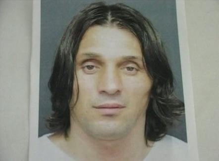 Poliţiştii l-au prins pe principalul suspect, care ar fi împuşcat mortal un om într-un bar (VIDEO)