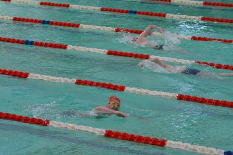 Recorduri la Swimathon: Aproape 400 de înotători şi peste 210.000 lei strânşi pentru 23 de proiecte de bine (FOTO/VIDEO)