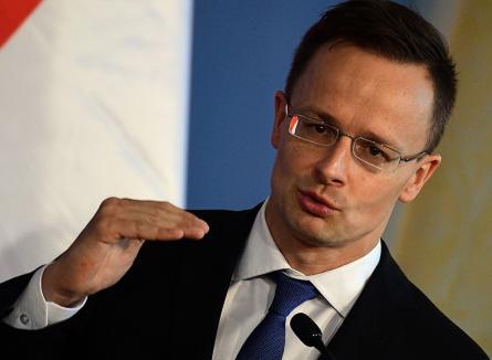 """O iau razna: Ministrul de externe al Ungariei l-a făcut """"prost"""" pe omologul din Luxemburg"""