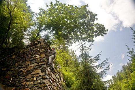 Natura pe primul loc: 18 elevi bihoreni au petrecut o săptămână la cort, în mijlocul munților (FOTO)