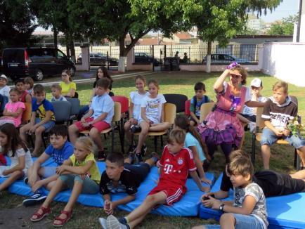 'Singuri acasă': Mai mulţi copii ai căror părinţi sunt plecaţi la muncă în străinătate au participat la o tabără de vară a DASO (FOTO)