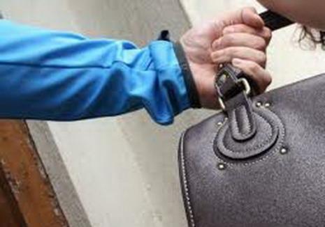 Tâlhar în Arestul Poliţiei: Un tânăr din Marghita a atacat o femeie, ca să-i fure poşeta, dar a fugit fără pradă