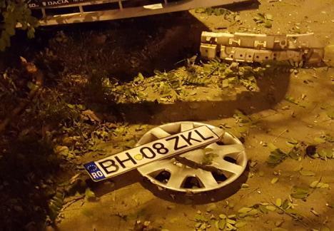 Tamponare spectaculoasă pe Războieni: S-au 'pupat' în intersecţie şi au 'zburat' pe trotuar (FOTO)