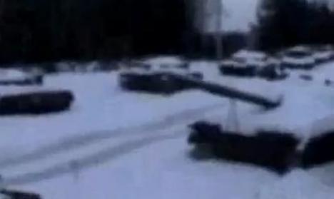 Ruşii şi-au uitat 100 de tancuri în pădure (VIDEO)