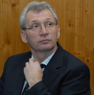Prorectorul Ioan Ţară, responsabil cu finanţele la Universitatea Oradea, şi-a dat demisia