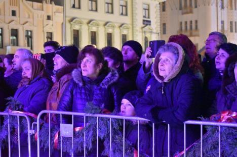 """""""Fiţi buni unii cu alţii"""": Ştefan Hruşcă i-a colindat pe orădeni, la Târgul de Crăciun (FOTO / VIDEO)"""