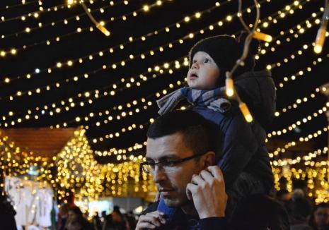Vin sărbătorile, vin! Târgul de Crăciun se deschide vineri seară cu pornirea iluminatului festiv